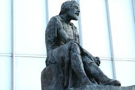 Estatua de Miguel Servet en el hospital de su mismo nombre en Zaragoza. Foto recuperada de: http://www.zaragozaturismo.info/visitar-en-zaragoza/plazas-y-estatuas/estatua-miguel- servet/12/117/