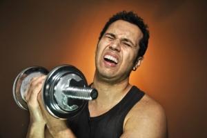 Deportista sufriendo en el entrenamiento