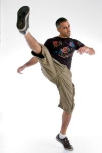 Algunos autores considerarían este ejercicio como un estiramiento dinámico con el objetivo de estirar la musculatura de los isquios. En otras ocasiones puede ser definido como un ejercicio de acortamiento de los flexores de cadera.